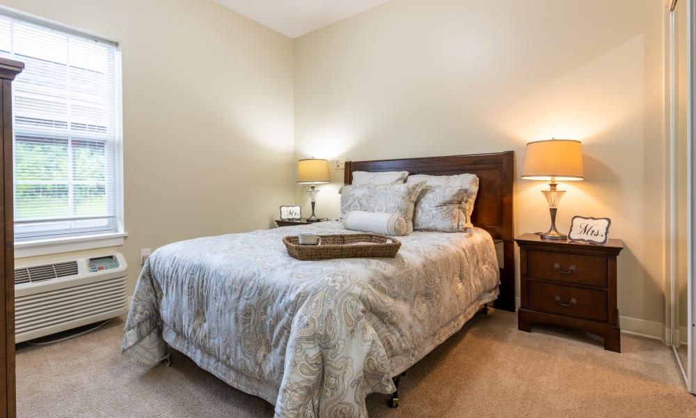 Assisted-Living-Memory-Care-Azpira-Place-Breton-Bedroom