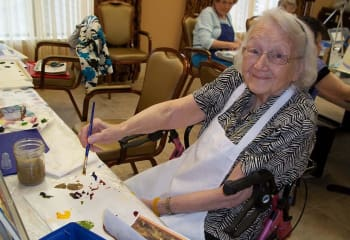 Residents doing artwork at Discovery Village At Boynton Beach