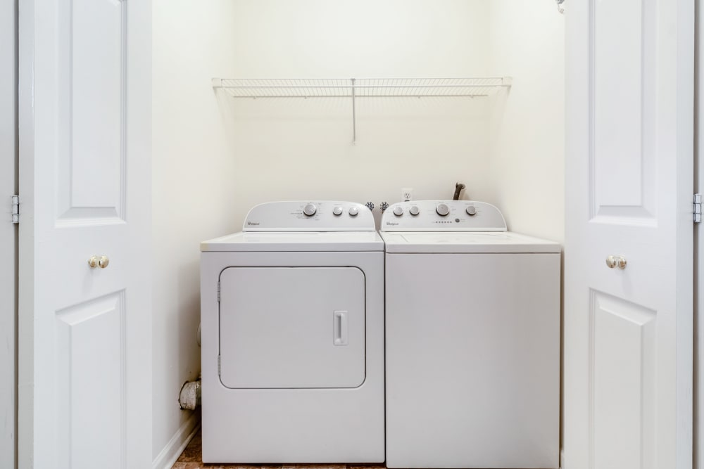 Apartments with washers & dryers at Central Park Estates