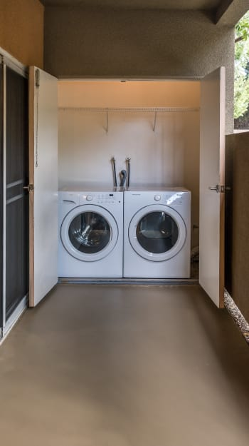 Washer and dryer at Seapointe Villas apartments