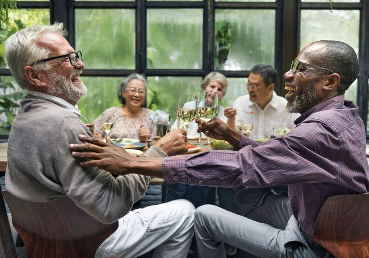 Seniors dining together at The Palisades at Broadmoor Park in Colorado Springs, Colorado