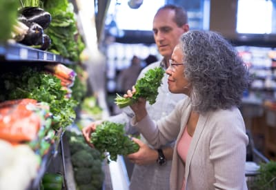 Resident couple shopping for produce near The Lakes of Schaumburg in Schaumburg, Illinois