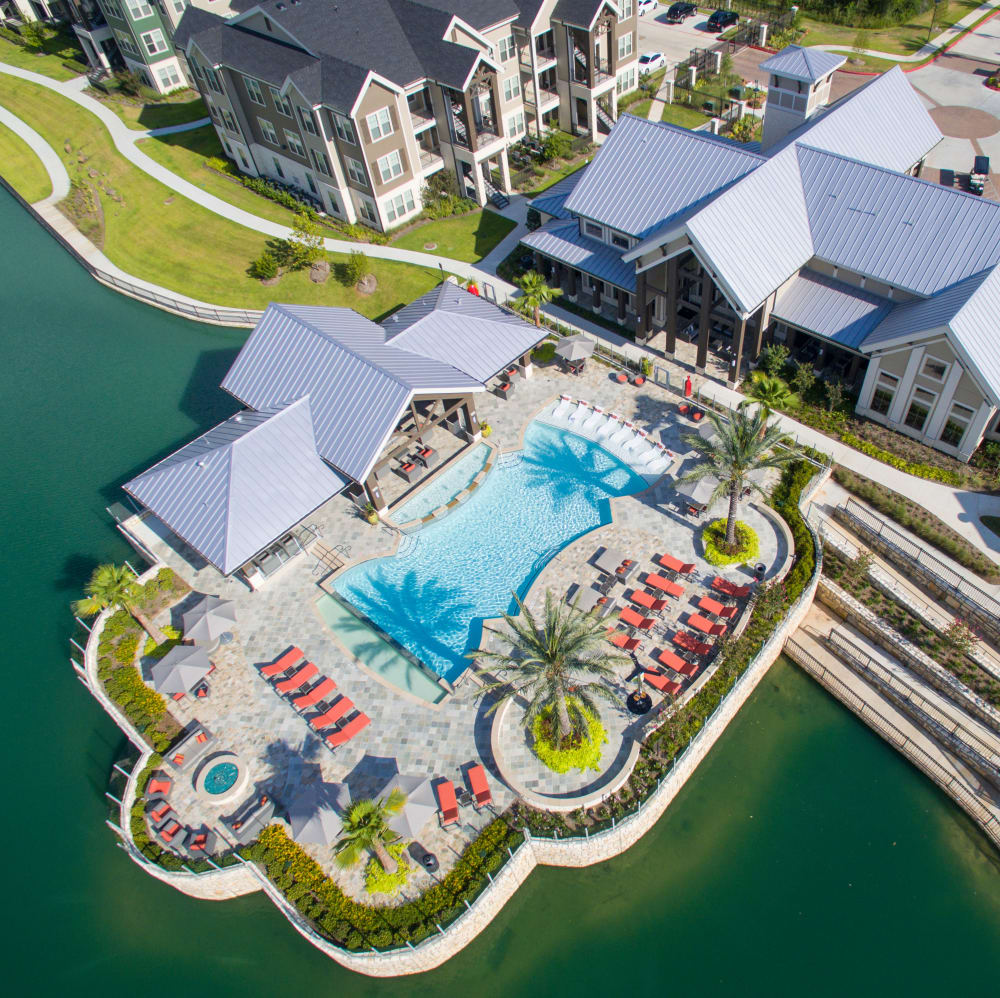 Aerial view of the resort-style swimming pool at Elite 99 West in Katy, Texas