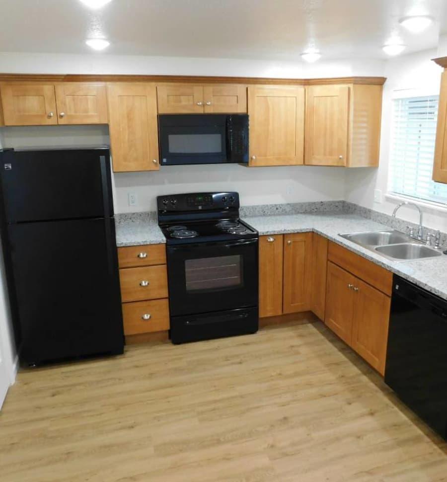 Oakwood Terrace offers a fully equipped kitchen in Lebanon, Oregon