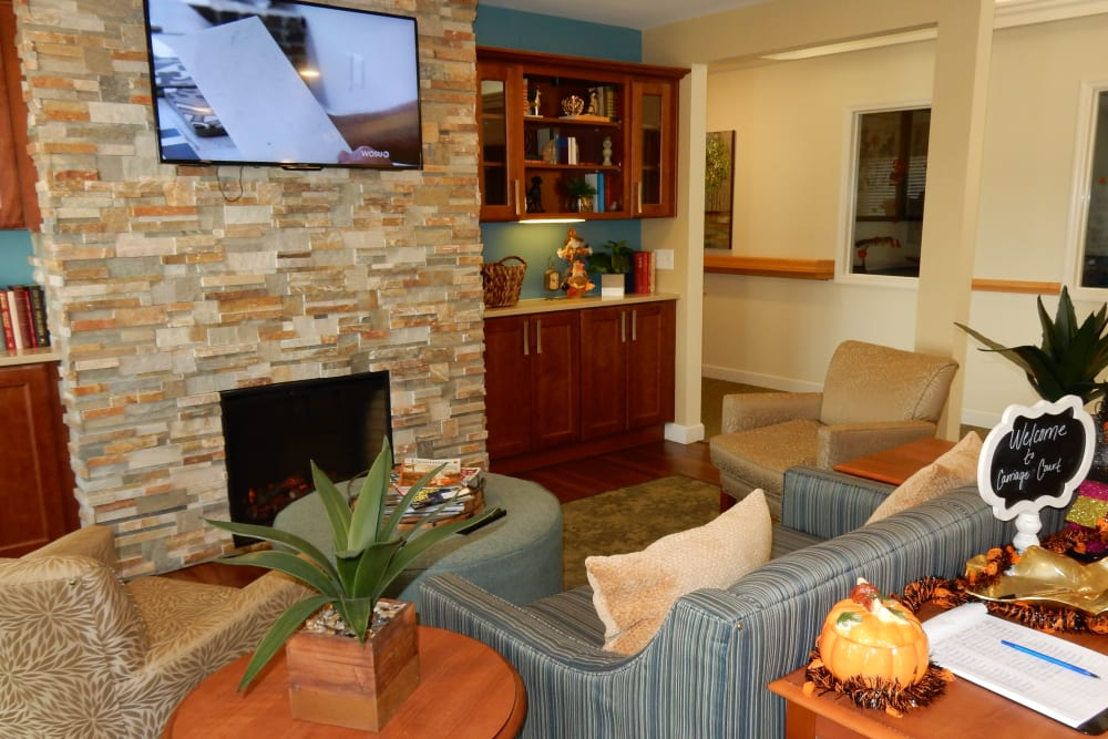 Community living room at Carriage Court of Grove City in Grove City, Ohio