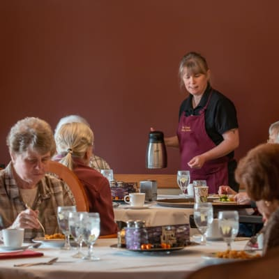 Residents dining at Deer Crest Senior Living in Red Wing, Minnesota