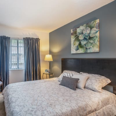 Model bedroom of Southern Cove Apartments in Temple Terrace, Florida