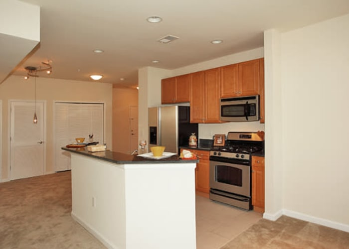 Cranford Crossing Apartment Homes offers a beautiful living room in Cranford, NJ