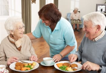 Residents having dinner at Discovery Village At Dominion in San Antonio, Texas