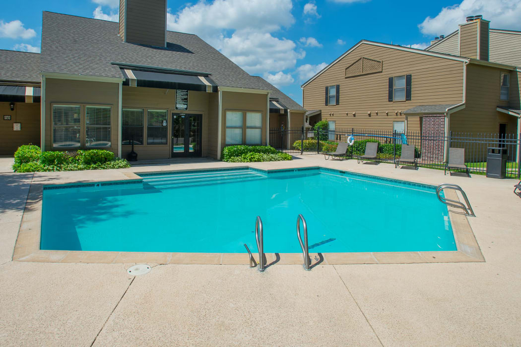 Swimming pool at Summerfield Place Apartments in Oklahoma City, Oklahoma