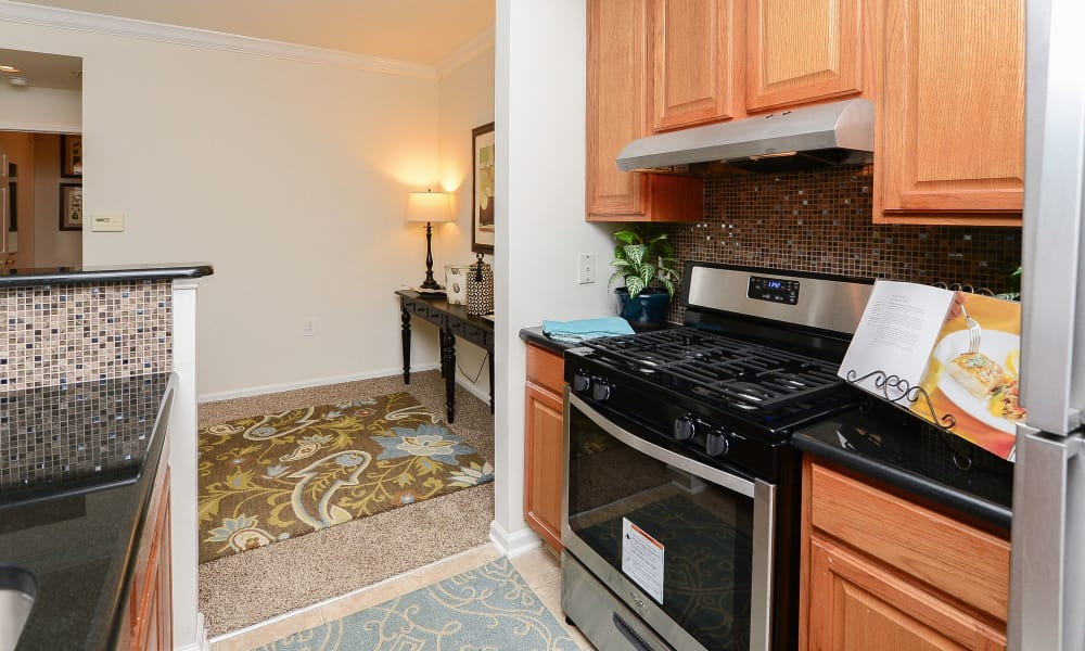 Bishop's View Apartments & Townhomes offers a kitchen in Cherry Hill, NJ