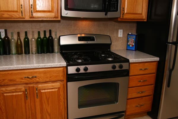 Jackson House Apartments model kitchen with a gas oven