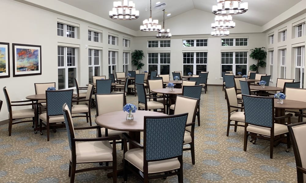 The large community dining room at Wilshire Estates Gracious Retirement Living in Silver Spring, Maryland
