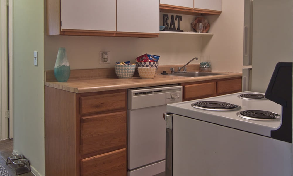 Fully equipped kitchen at Lakeshore Drive in Cincinnati, Ohio