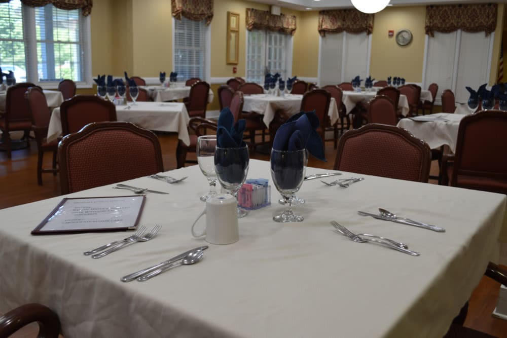Resident dining at The Willows at Springhurst in Louisville, Kentucky
