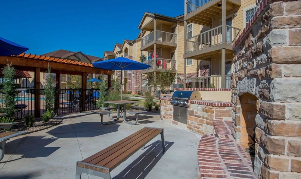 Beautiful bbq area at Mission Point Apartments in Moore, OK