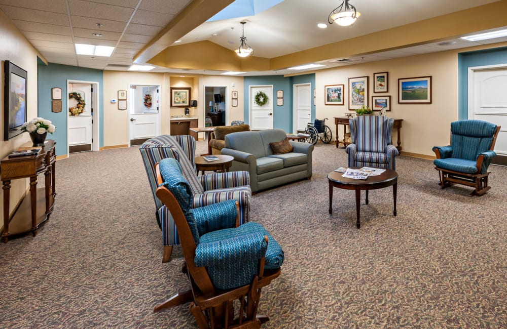 Memory care common room at Touchmark at Coffee Creek in Edmond, Oklahoma
