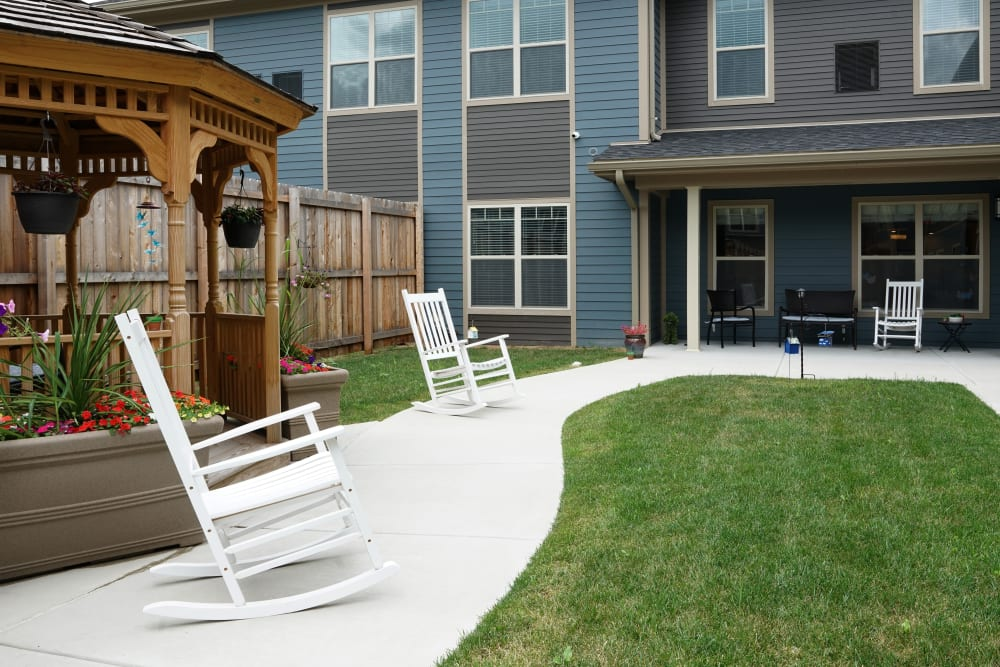 Courtyard at Harmony at White Oaks in Bridgeport, West Virginia