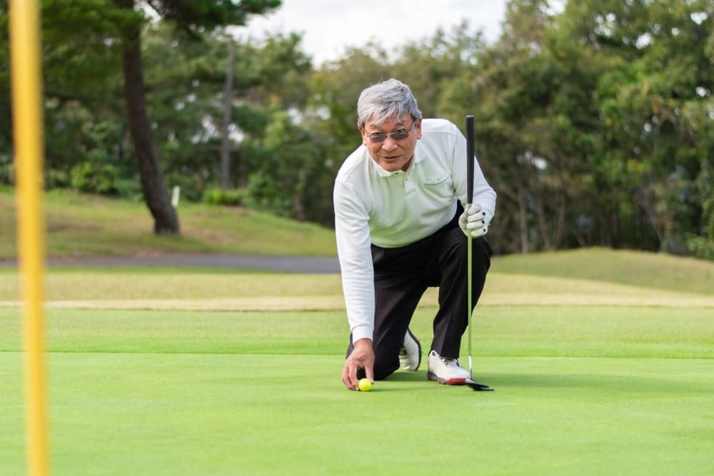 Resident playing golf near Campus Commons Senior Living in Sacramento, California