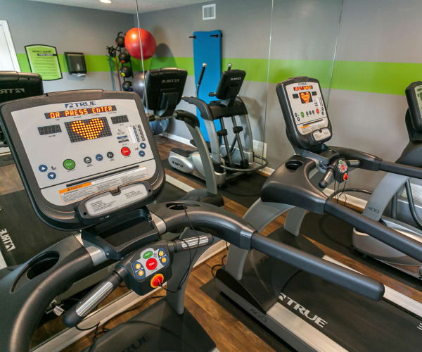 Community fitness center at Candlewood Apartments in Nashville, Tennessee