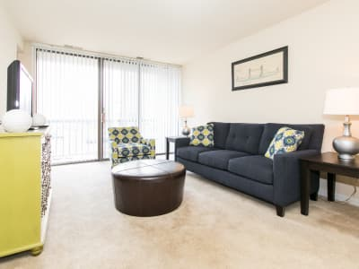 Chesapeake Glen Apartment Homes offers a spacious living room in Glen Burnie, MD