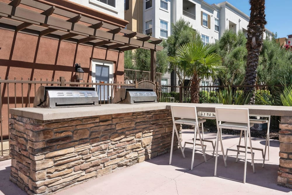 Barbecue grill with tables and chairs for enjoying a nice outdoor dinner at Park Central in Concord, California