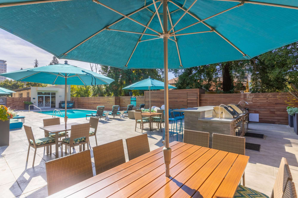Mia offers luxury sitting areas with blue umbrellas in Palo Alto, California