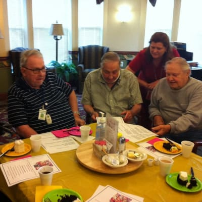 Group of residents dining at Sawtooth Ridges Apartments
