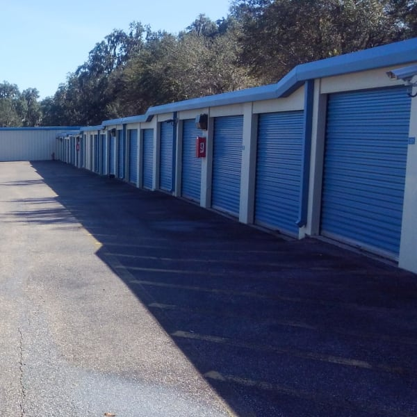 Easy-access exterior units of New Highlands Self Storage in Bartow, Florida