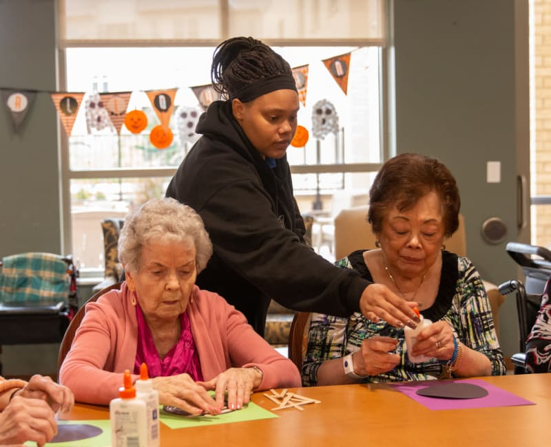 Residents making crafts at Aurora on France in Edina, Minnesota.
