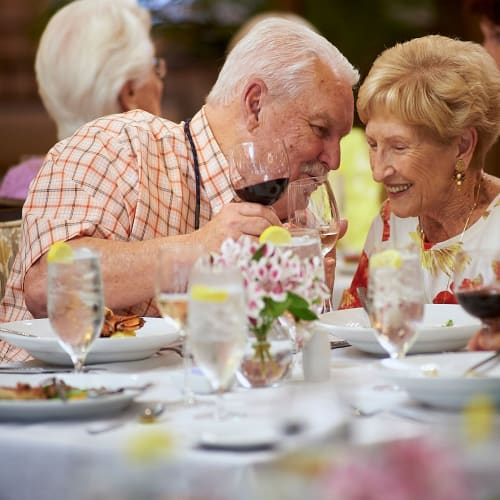 Residents enjoying fine dining at The Crossings at Eastchase in Montgomery, Alabama
