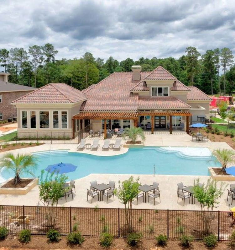 Beautiful swimming pool area at Hilltops in Conroe, Texas