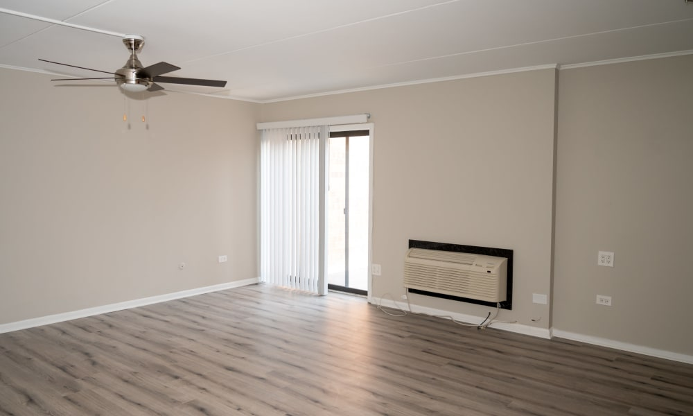 Living area with a ceiling fan at Mandalane Apartments in Wheeling, Illinois