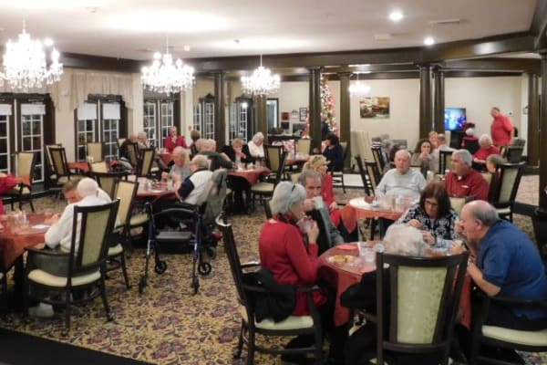 The exquisite dining hall at The Lakes of Paducah in Paducah, Kentucky