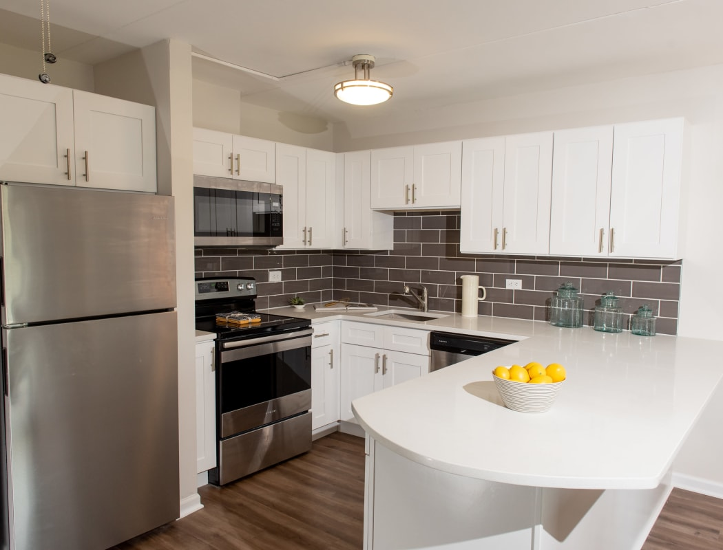 Beautiful apartment features await at Pine Hill Apartments in Wheeling, Illinois