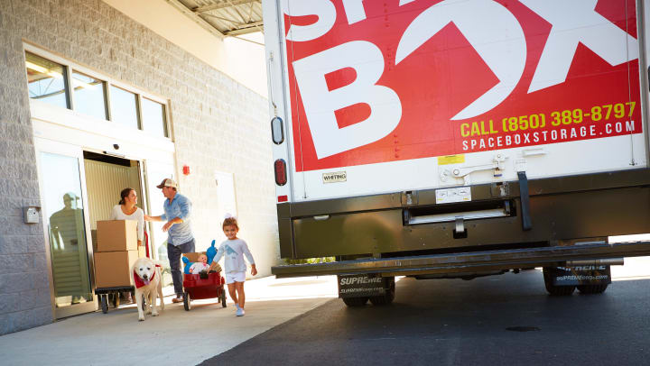 Family walking to Spacebox Storage free move-in truck.