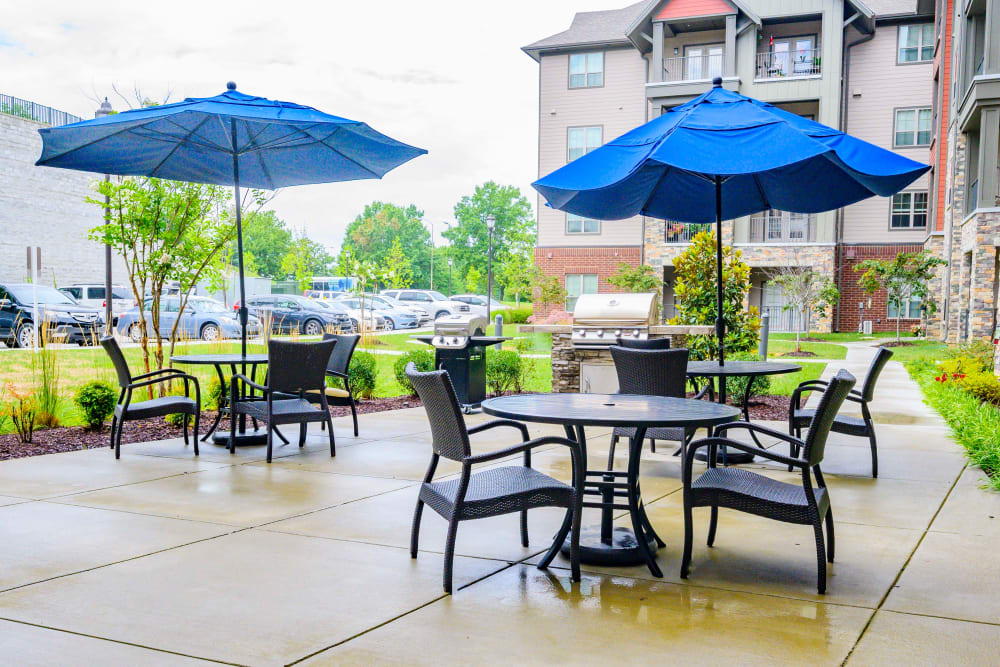 Outdoor patio seating at Harmony at Brentwood in Brentwood, Tennessee