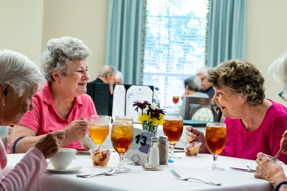 Residents enjoying dinner at Harmony at West Ashley in Charleston, South Carolina