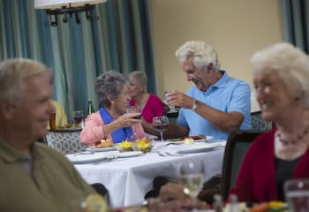 Older couple dining at Discovery Village At Boynton Beach