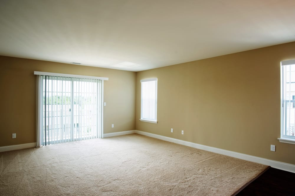 Spacious living area at Hampton Run in Glenville, NY