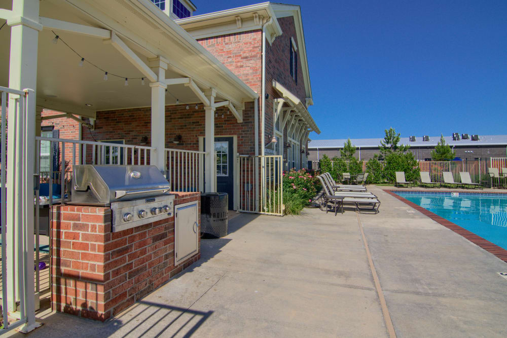 Resident pool with BBQ at Traditions at Westmoore in Oklahoma City, Oklahoma.