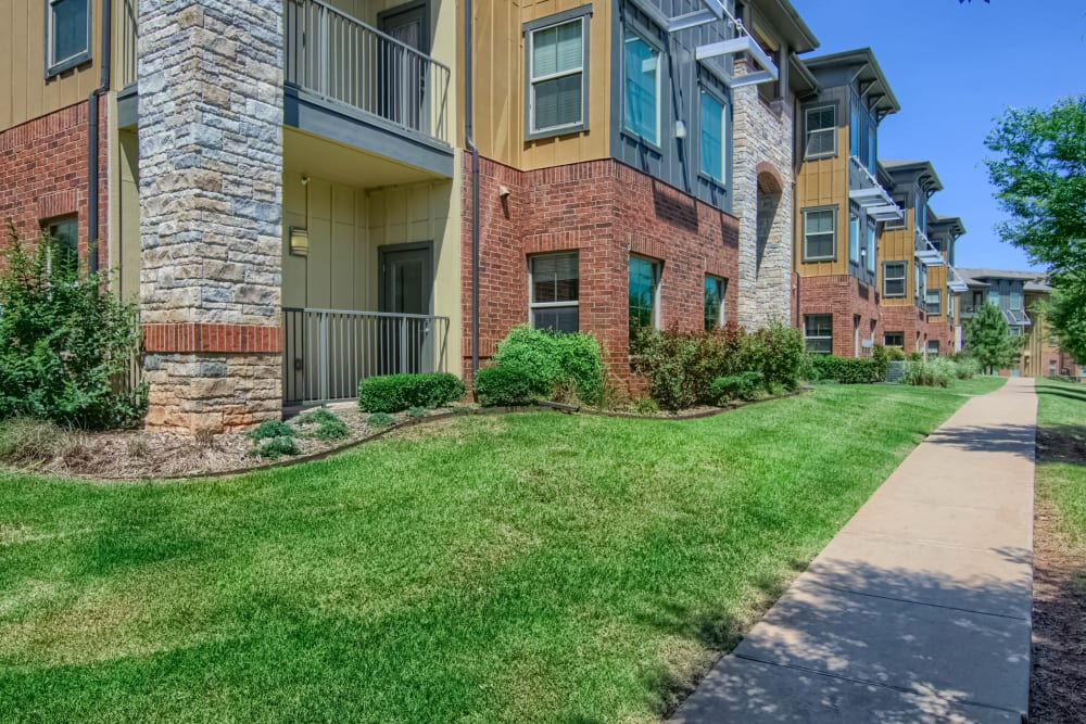 Large community with walking paths at Tradan Heights in Stillwater, Oklahoma