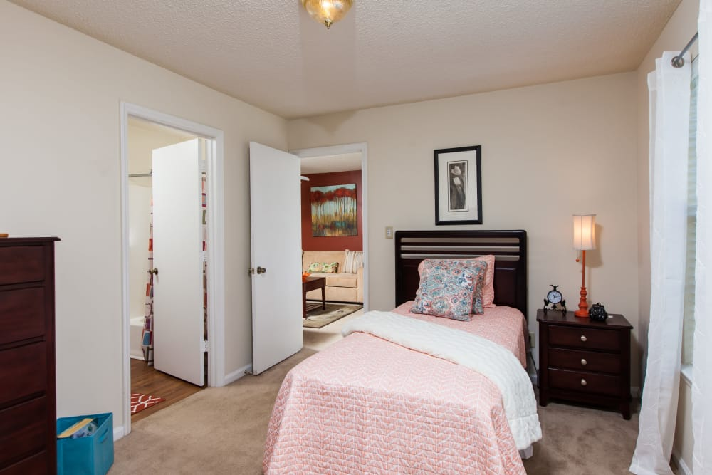 A child's room at Cross Creek Cove Apartments & Townhomes