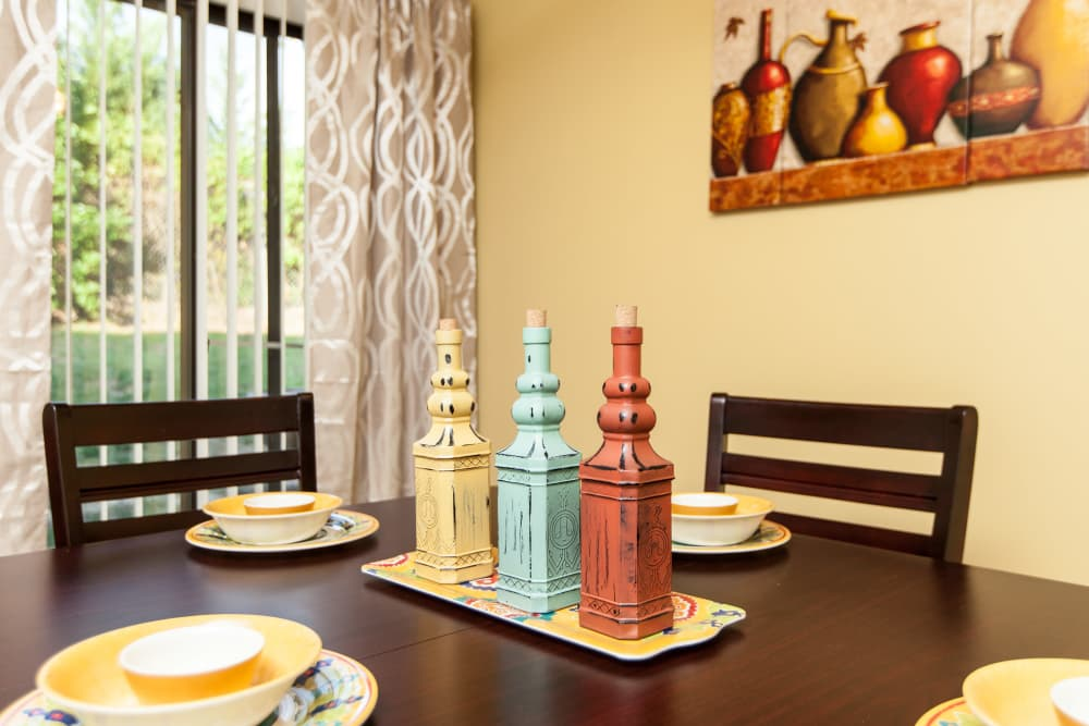 Dining set and condiment bottles at Cross Creek Cove Apartments & Townhomes