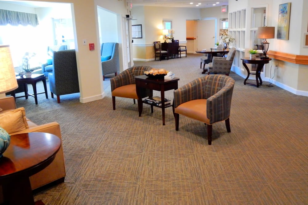 Lounge with elegant wood accents and ample seating at Carriage Court of Grove City in Grove City, Ohio