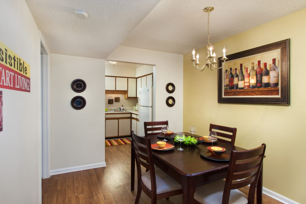 Dining area at Cross Creek Cove Apartments & Townhomes