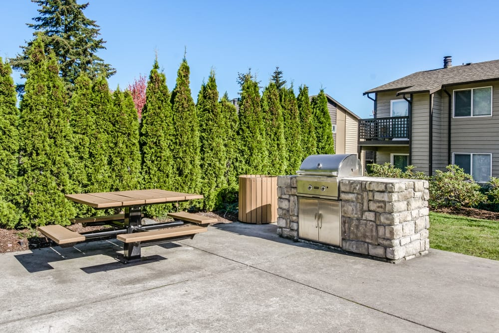 BBQ and Picnic Area at Copperstone Apartment Homes in Everett, WA