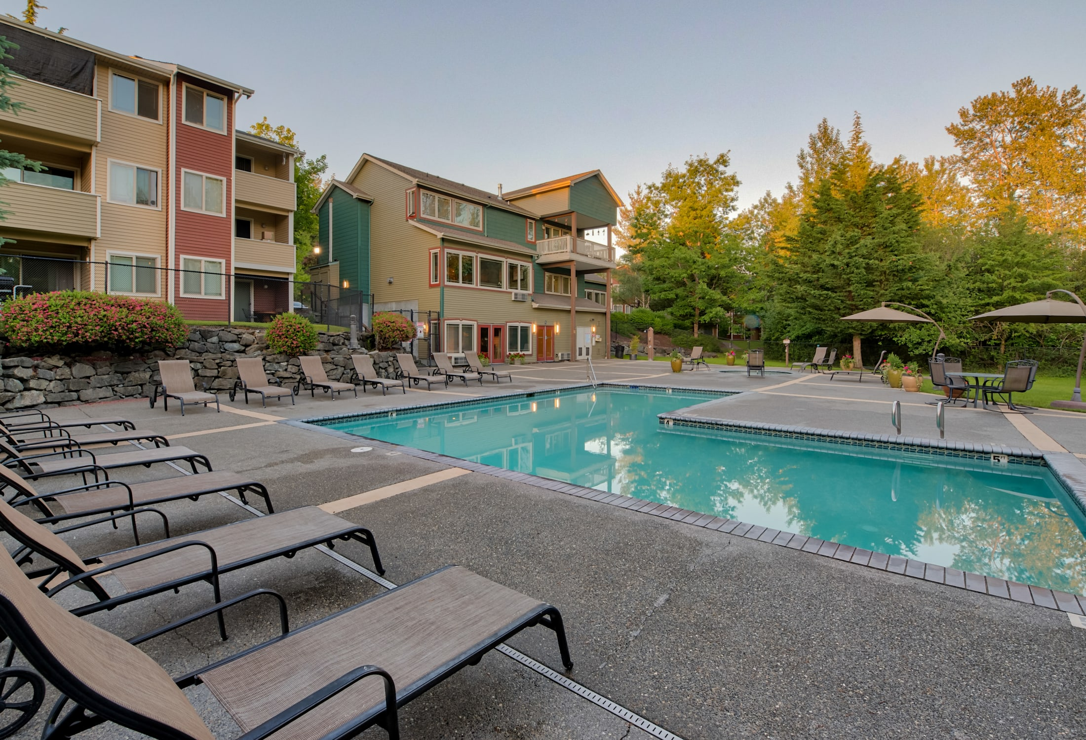 Aravia Apartments offers Apartments with a Swimming Pool in Tacoma, WA
