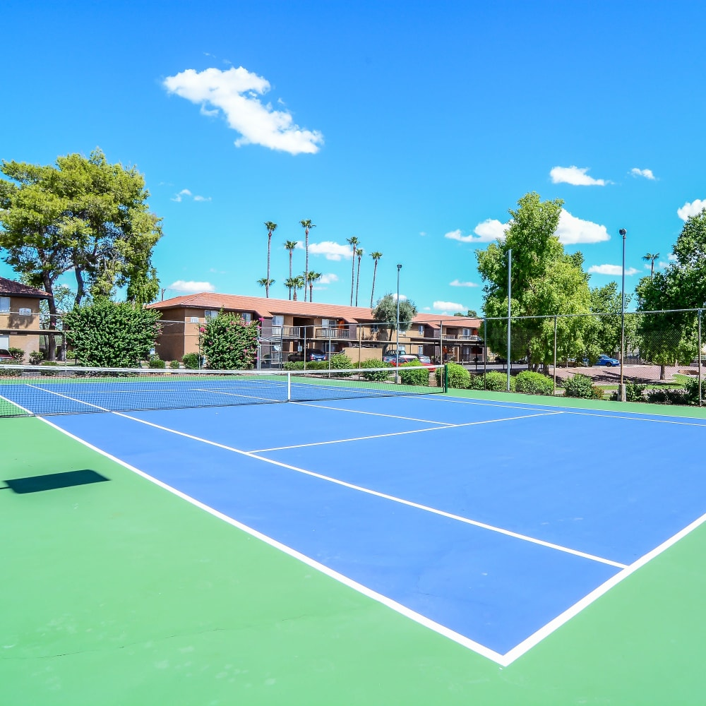 Very well-maintained onsite tennis courts at 505 West Apartment Homes in Tempe, Arizona
