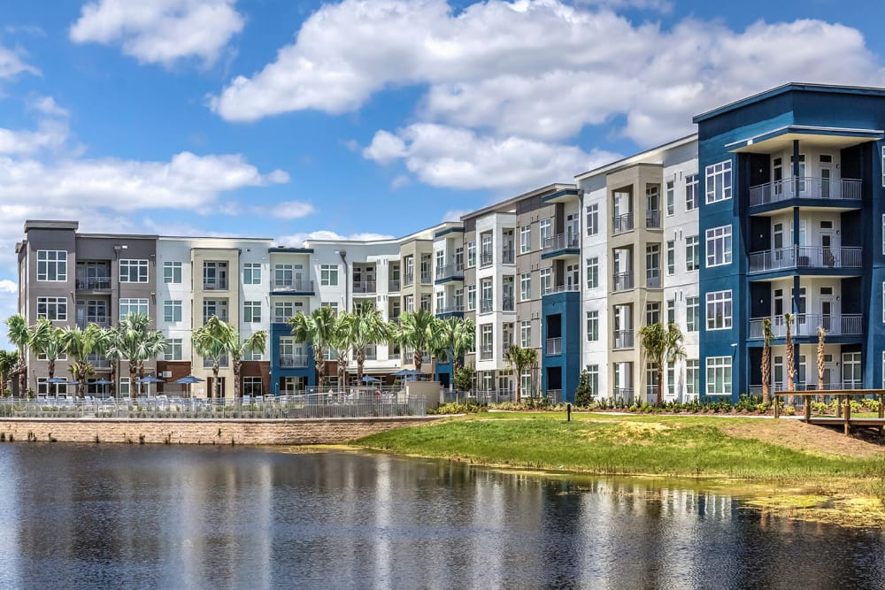 Exterior view of Solstice Signature Apartment Homes in Orlando, FL